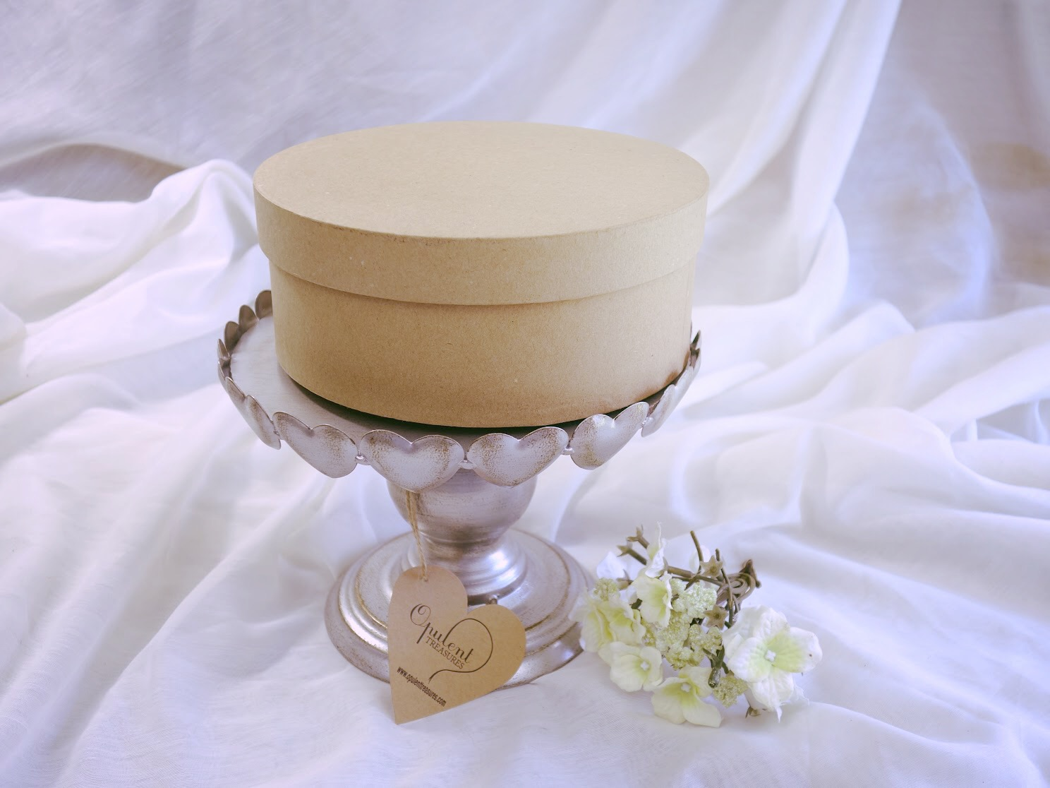 hat box and cake stand